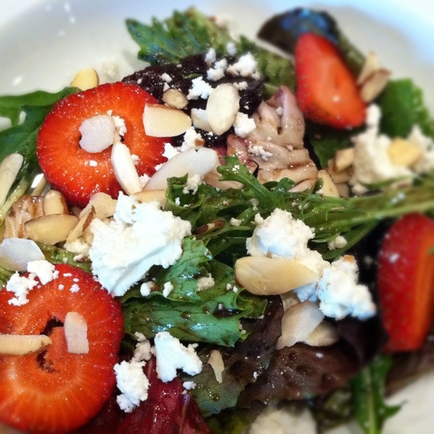 Spring Salad with Stawberries, Goat Cheese & Almonds
